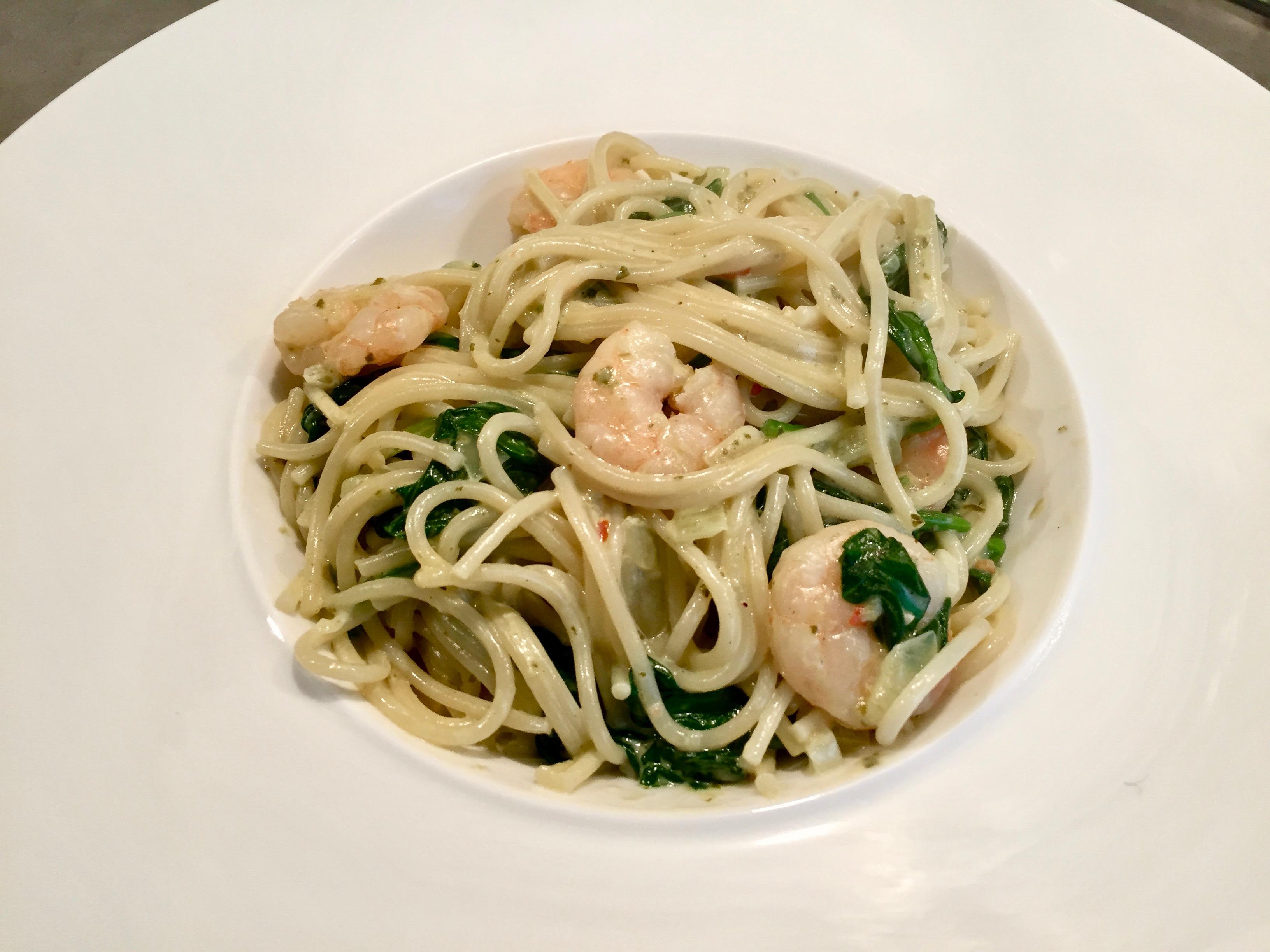 pasta met garnalen en pesto